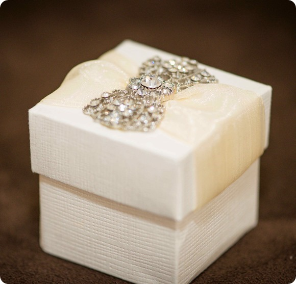 BOW FAVOUR BOX