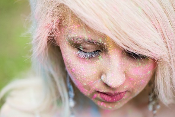 Colourful powder paint engagement shoot (c) Folega Photography