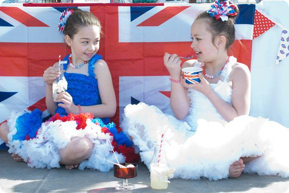 Diamond Jubilee Wedding by Lucy G Photography